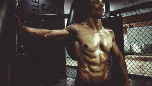 האם כדאי לשתות אבקת חלבון לפני או אחרי אימון?