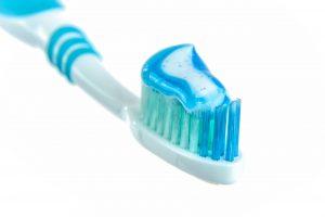 הנקה וחורים בשיניים